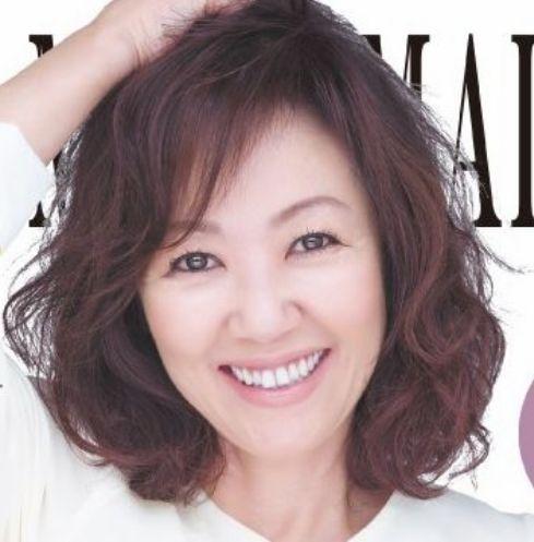 浅田美代子のファッション、ブランドはシャネル。髪型はふんわりパーマ。