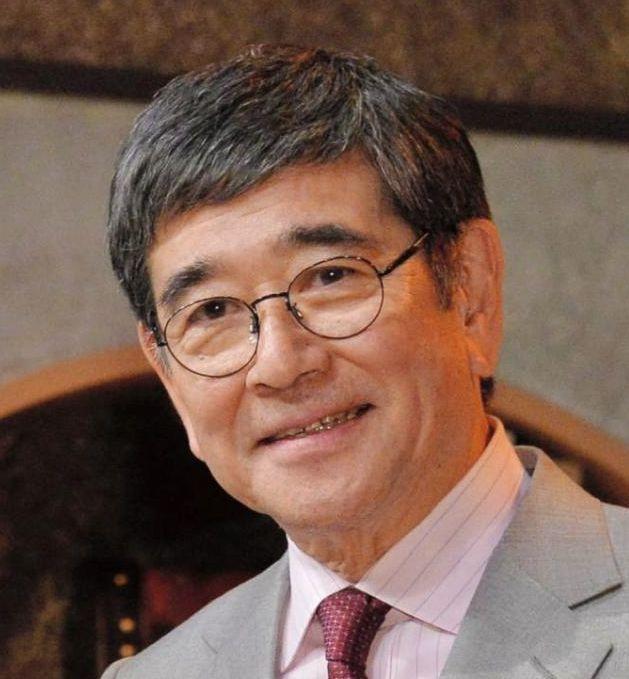 石坂浩二のカツラ疑惑は本当だった!若い頃も高身長177cmで慶応卒のイケメン