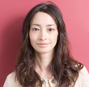 女優りょうは旦那がTOSHI-LOW。劣化した現在を若い頃と比較検証。個性を活かした一重瞼