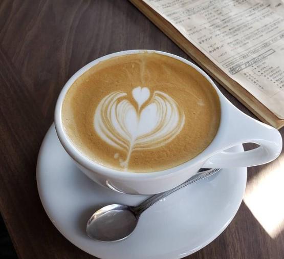 カフェが寒い!勉強や仕事で長居する対策9選、わざと冷房をきかせ追い出しか